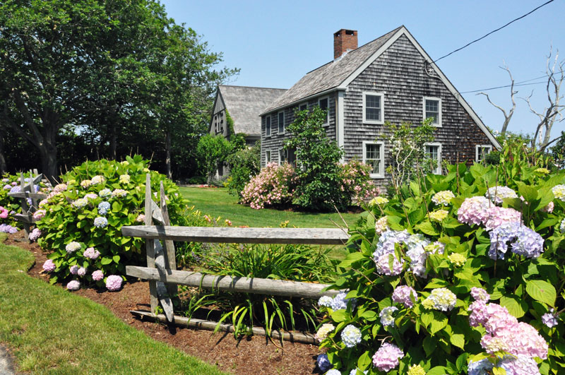 cape-cod-house-and-garden
